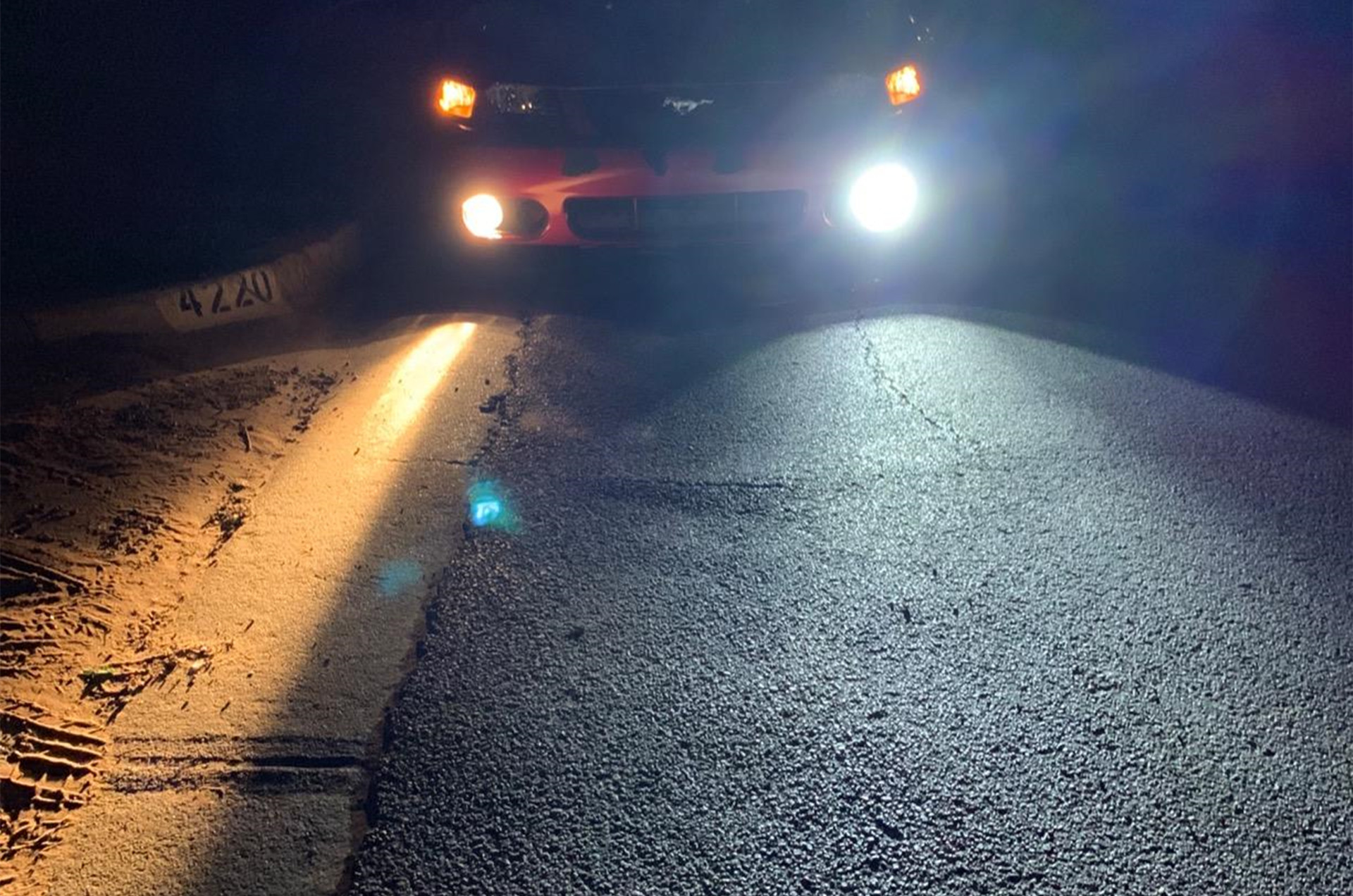 Ford-Mustang-Fog-Lights-bulbs-Alla-6000K-White-vs-Halogen-Lamp-55W